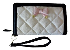 Betsey Johnson QUILTED DIAMOND BONE /BLACK TRIM OVERSIZED WALLET/wristlet