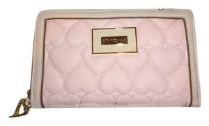 Betsey Johnson QUILTED HEART BLUSH OVERSIZED WALLET/wristlet