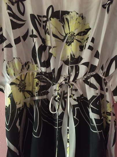 T Shirt Off White With Yellow Flowers #1515527 - Tee Shirts lovely