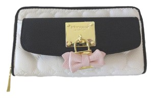 Betsey Johnson Zip around front pocket quilted heart bone/black faux lock wallet