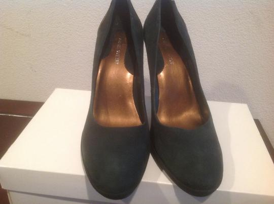 Nine West Green suede Pumps