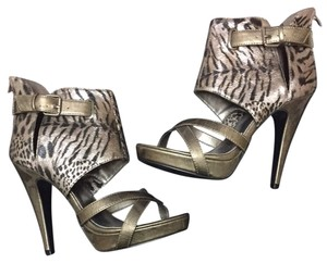 Icora Metallic Gunmetal Pumps