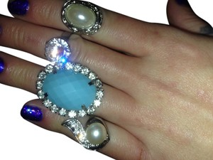 Very nice lot of 4 pearl and rhinstones cocktail rings