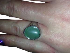 Jasmine Very nice antique style jade ring