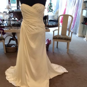 Enzoani Simple Weddding Gow Wedding Dress