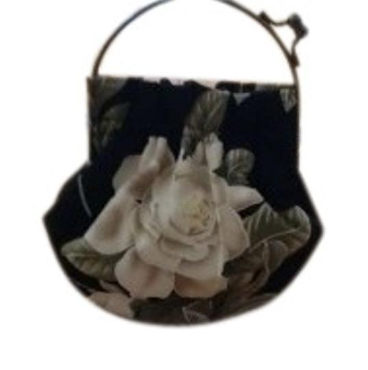 Preload https://item5.tradesy.com/images/floral-black-and-white-cotton-baguette-151709-0-2.jpg?width=440&height=440
