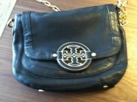 Preload https://item4.tradesy.com/images/tory-burch-black-pebble-leather-shoulder-bag-151748-0-0.jpg?width=440&height=440