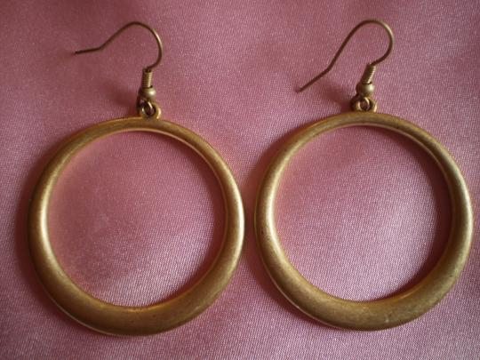 Unknown circle earrings