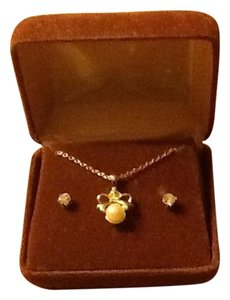 Gold Tone Necklace And Clear Stone Diamond Like Set