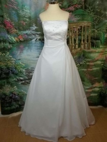 Preload https://img-static.tradesy.com/item/151941/davinci-bridal-white-satin-t8107-formal-wedding-dress-size-14-l-0-0-540-540.jpg