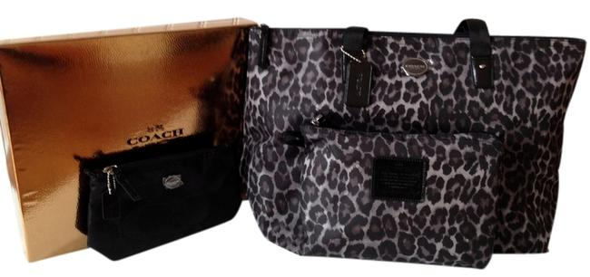 Item - Box 3-piece Large Multifunction Tote/Weekend & 2 Bags Animal Print/ Signature Packable New In Black/Grey Nylon Tote