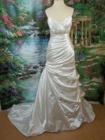 Preload https://img-static.tradesy.com/item/151955/davinci-bridal-diamond-white-charmeuse-50024-formal-wedding-dress-size-8-m-0-0-540-540.jpg
