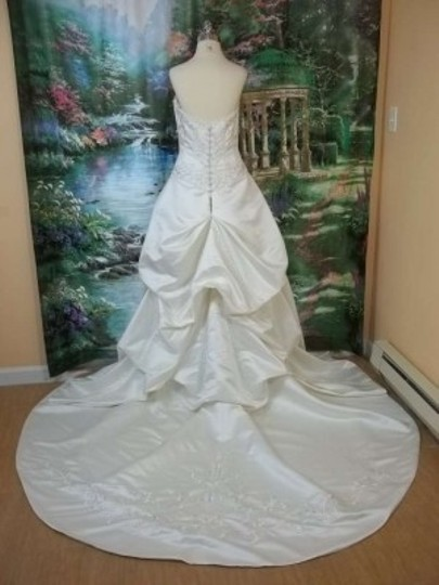 DaVinci Bridal Ivory/Silver Satin 8435 Formal Wedding Dress Size 12 (L)