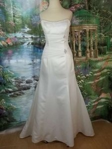 Mon Cheri Ivory Satin 19213 Formal Wedding Dress Size 6 (S)