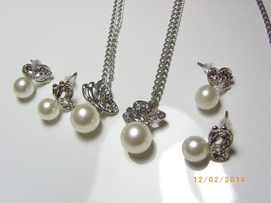 Cream Of 8 Rhinestone Crystal Pearl Pretty Butterfly Of Necklace and Earring Jewelry Set