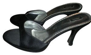 Xhilaration Black Pumps