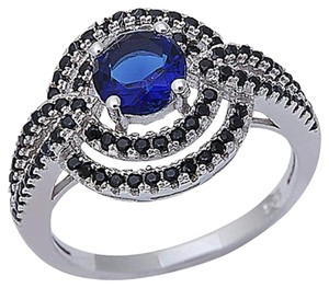 9.2.5 unique blue sapphire and Onyx cocktail ring size 8.
