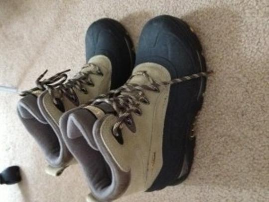 Columbia Sportswear Company Black and Tan Boots
