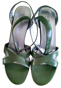 Guess olive green Pumps