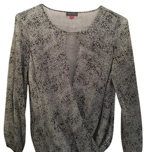 Vince Camuto Top Print (gray and black)