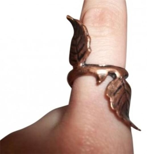 Preload https://item2.tradesy.com/images/urban-outfitters-bronze-leaf-ring-152191-0-0.jpg?width=440&height=440