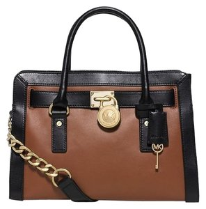 Michael Kors Hamilton Ew Frame Out Medium Satchel in Luggage / Black