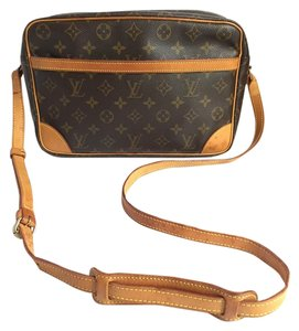 Louis Vuitton Trocadero 30 Monogram Trocadero Cross Body Bag