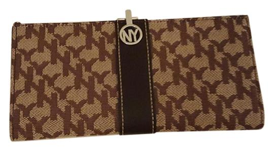 Preload https://img-static.tradesy.com/item/15223102/new-york-and-company-brown-clasp-wallet-0-1-540-540.jpg