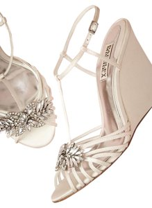Badgley Mischka Ivory Wedges Size US 8.5 Regular (M, B)