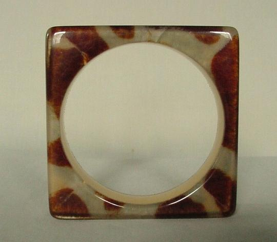 Other GORGEOUS MODERNIST BROWN & CREAM COWHIDE PATTERN LUCITE BRACELET Image 2
