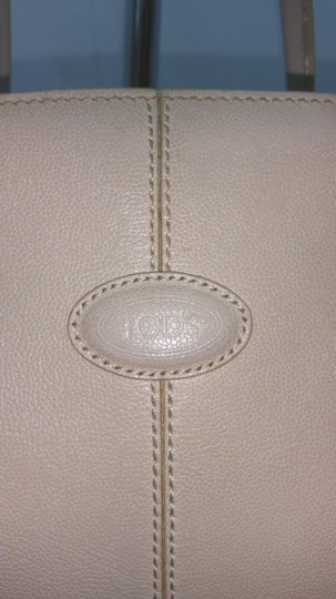Tod's Beige Leather Tote Image 1