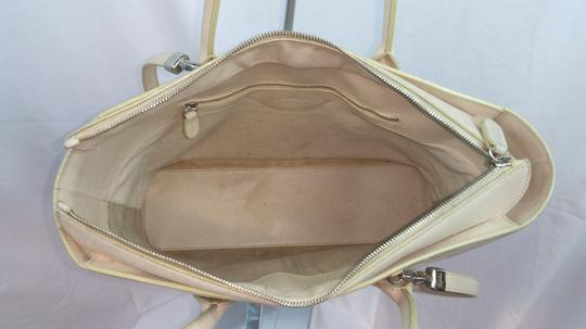 Tod's Beige Leather Tote Image 6