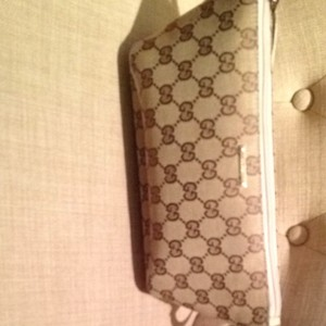 Gucci Beige/ Champagne Color Strap Clutch