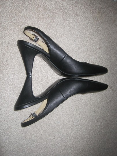 Naturalizer Black Pumps Image 10