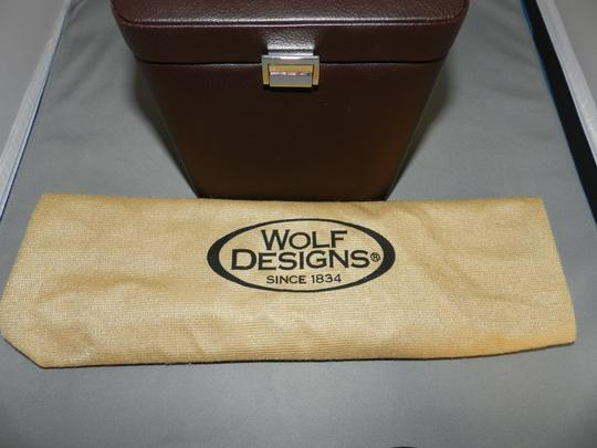 Wolf Designs Wolf Windsor 2.5 Single Watch Winder With Cover. Brown color.
