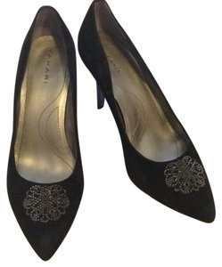 Tahari Pumps