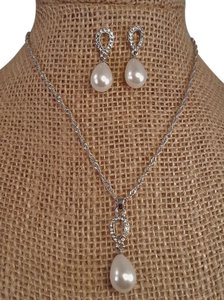 Gorgoeus Weddings Silver Plated Pearl Drop Necklace Set