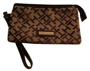 Tommy Hilfiger Wristlet in Brown/Tan