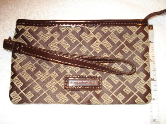 Tommy Hilfiger Wristlet in Brown/Tan Image 3