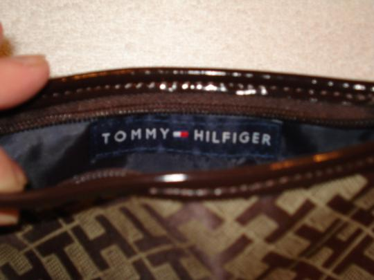 Tommy Hilfiger Wristlet in Brown/Tan Image 4