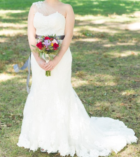 Maggie Sottero Ivory Dress Size 6 (S)
