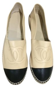 Chanel Beige with black cap Flats