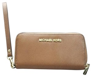 MICHAEL Michael Kors Wristlet in Brown with Gold Hardware