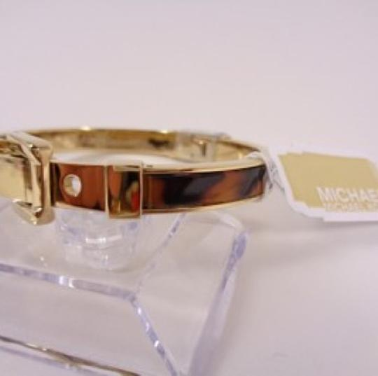 Michael Kors Michael Kors Buckle Bangle - Tortoise/ Golden brass hardware MKJ1674-710 Image 4