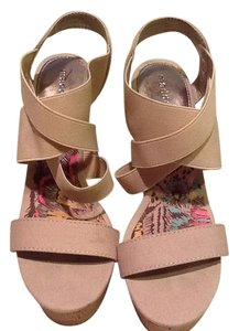 Steve Madden Tan Wedges