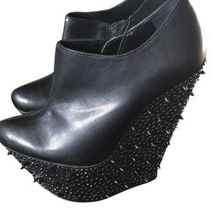 Wild Pair Black Wedges