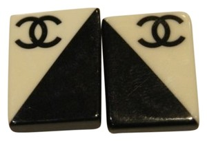 Chanel CCSl11 Chanel rectangle Black and White CC logo Clip On Earrings