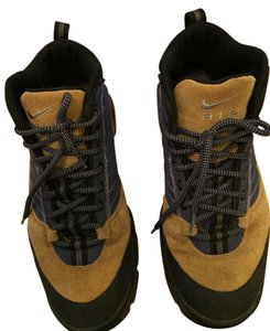 Nike Hiking Boots Tan suede with blue Boots