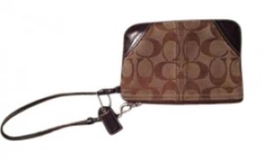 Preload https://item3.tradesy.com/images/coach-browntan-wristlet-152822-0-0.jpg?width=440&height=440