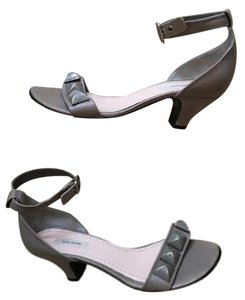 Marc Jacobs Leather Grey Pumps